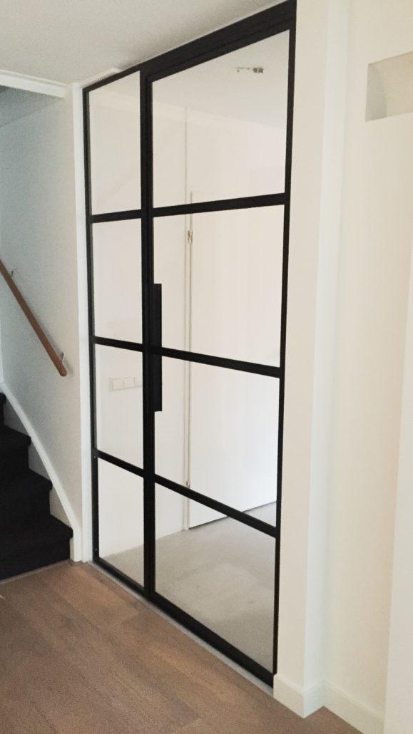 Stalen deur open Heemskerk