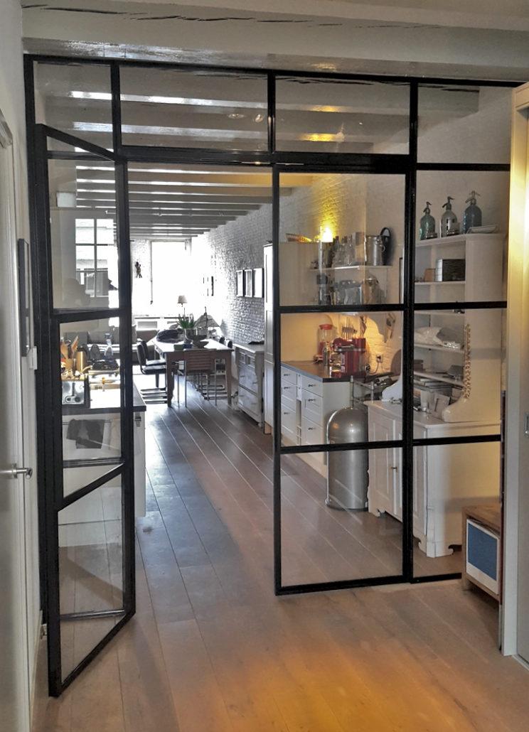 Stalen kozijn deur open Keizersgracht Amsterdam